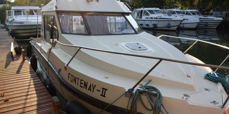 location bateau Riviera 750