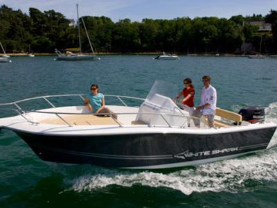 location bateau White Shark 225