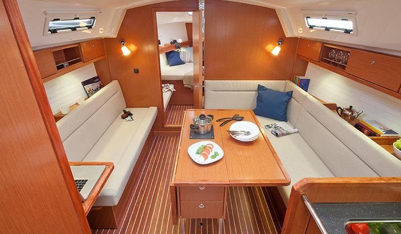 interno Bavaria Cruiser 36