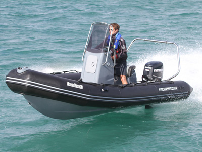 location bateau Explorer 550