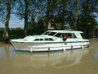 location bateau Sirius (Riviera 1040)