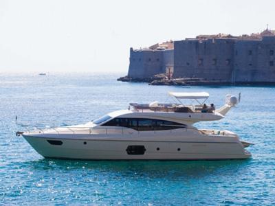 location bateau Ferretti 620