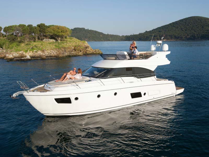 location bateau BavariaVirtess420.
