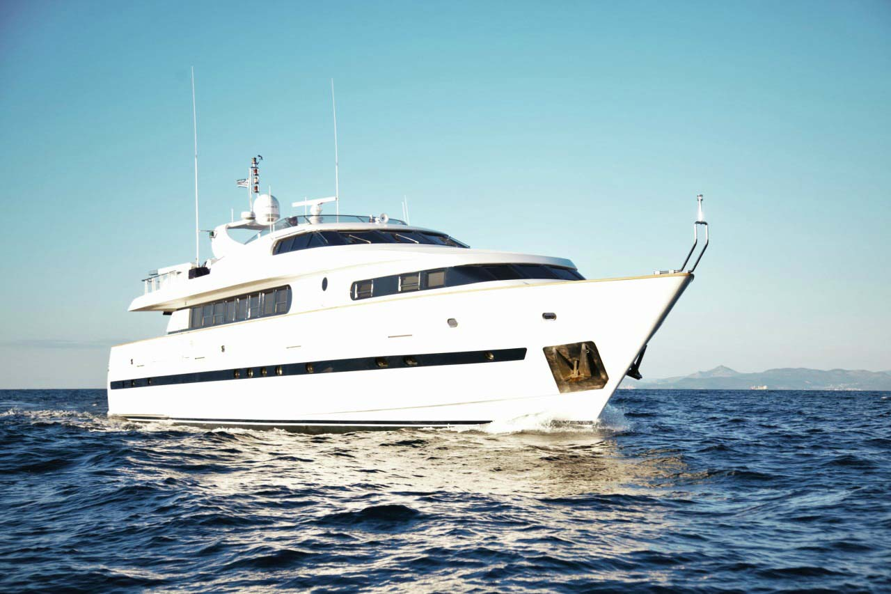 location bateau Bugari 100
