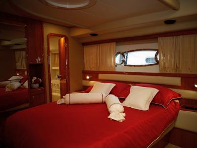 interno Ferretti 590