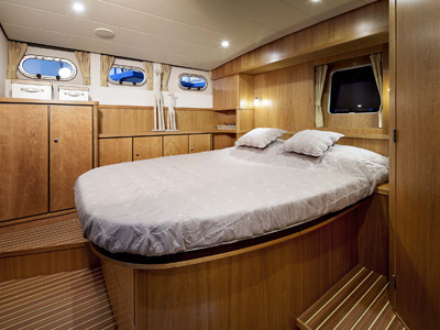 inside Linssen GS 410 AC