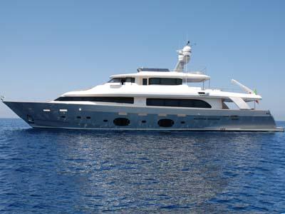 location bateau Navetta 33 Custom Line