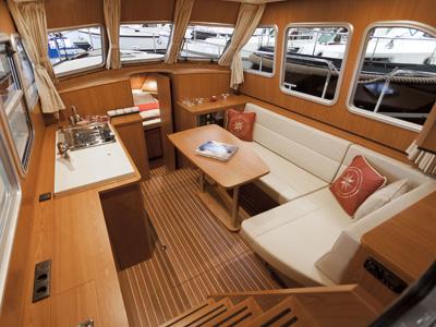 inside Linssen GS 290 AC