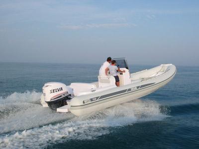 location bateau Selva D 730 Evolution