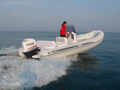 location bateau Selva D 680 Evolution