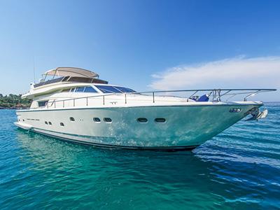 location bateau Ferretti 225