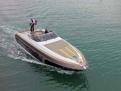 location bateau Riva 54 Aquarius