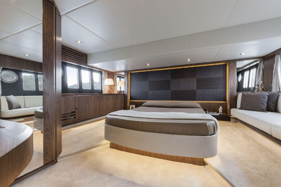 interno Absolute 52 Fly