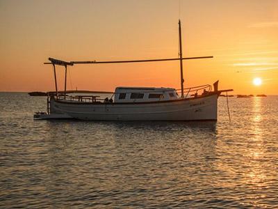 location bateau Menorquina