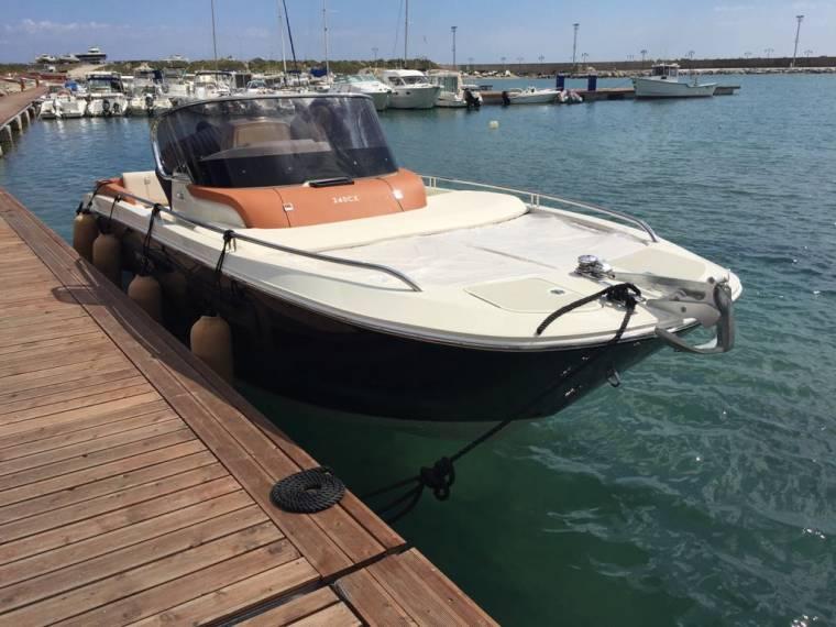 location bateau Invictus 240CX