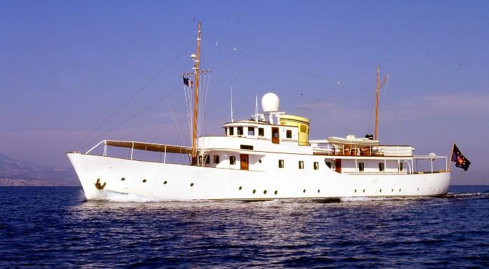 location bateau Deianeira