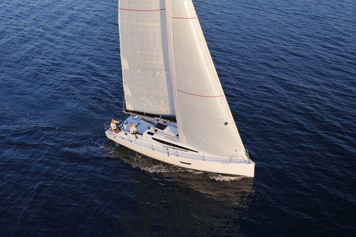 location bateau Elan E4