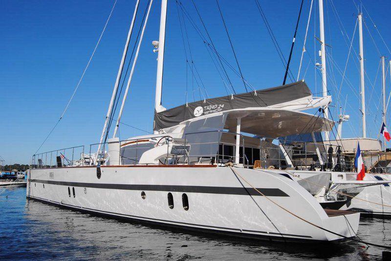 location bateau Catana 82