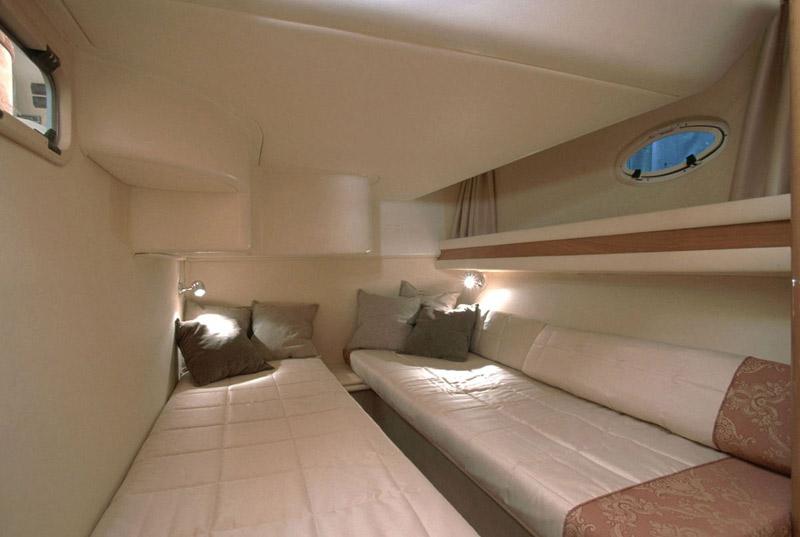 inside Pearlsea 40 Fly