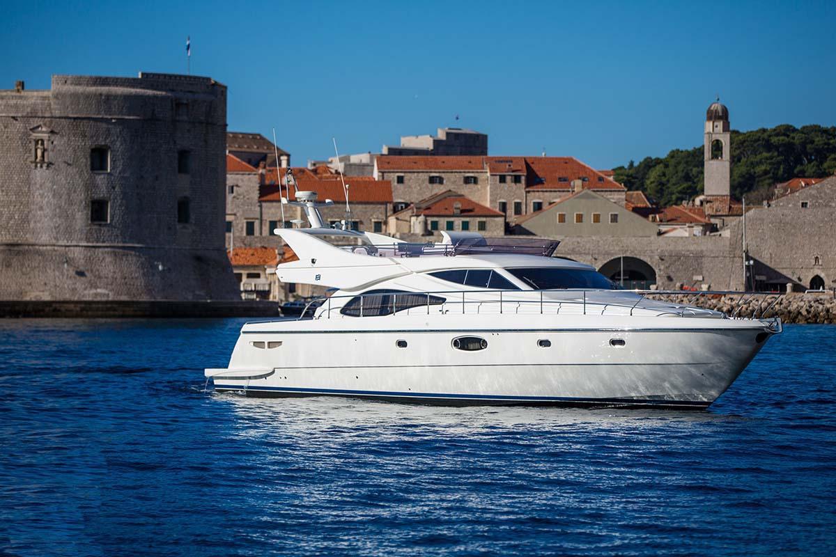 location bateau Ferretti 591