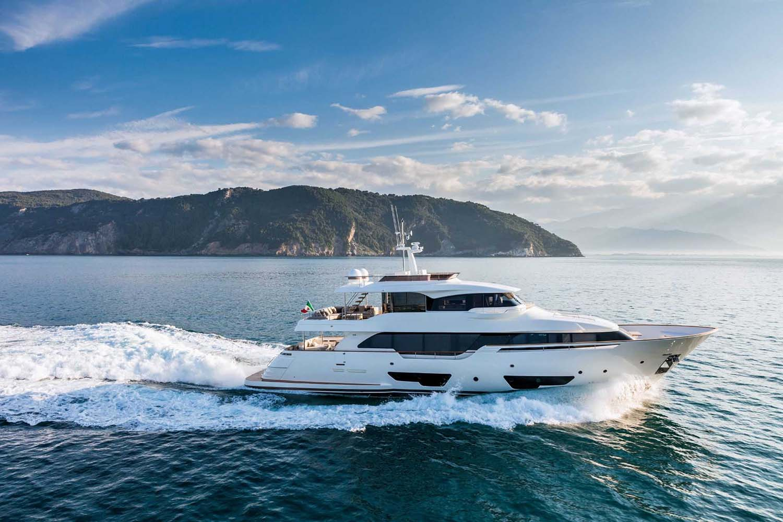 Location bateau  Custom Line Navetta 28