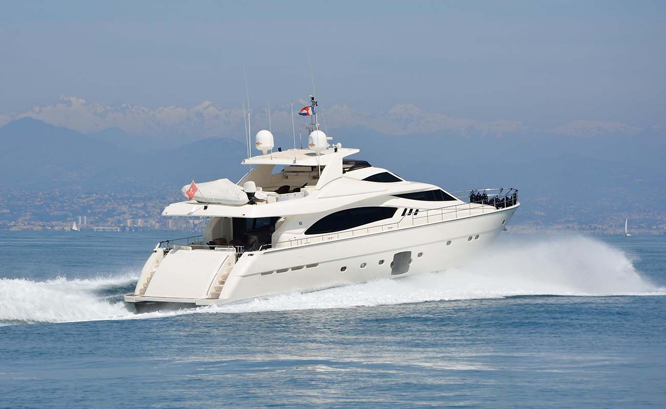 location bateau Ferretti 881