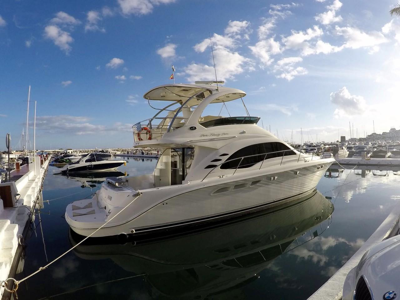 Location bateau  Sea Ray 525 Sedan