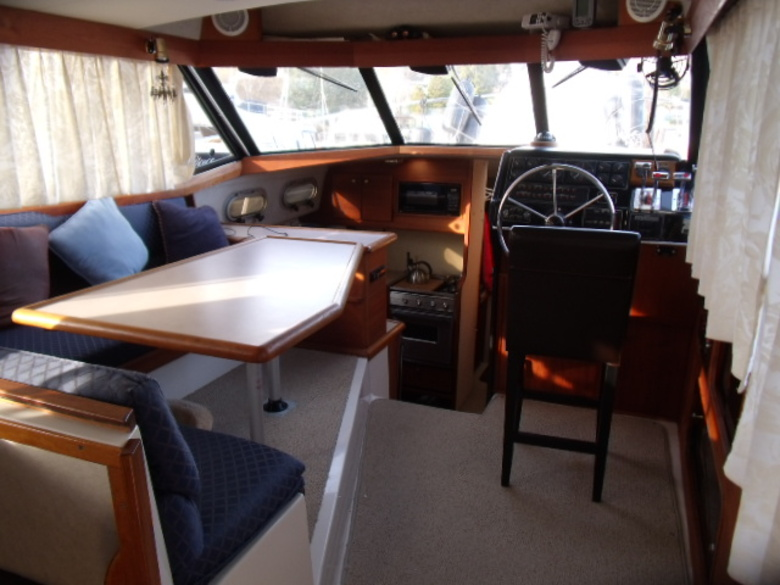 interno Bayliner 3288