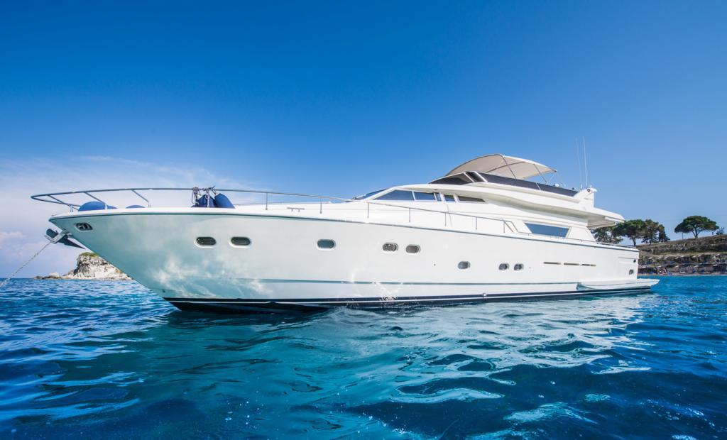 location bateau Ferretti 75