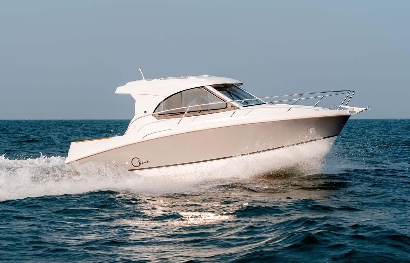 location bateau Antares 8