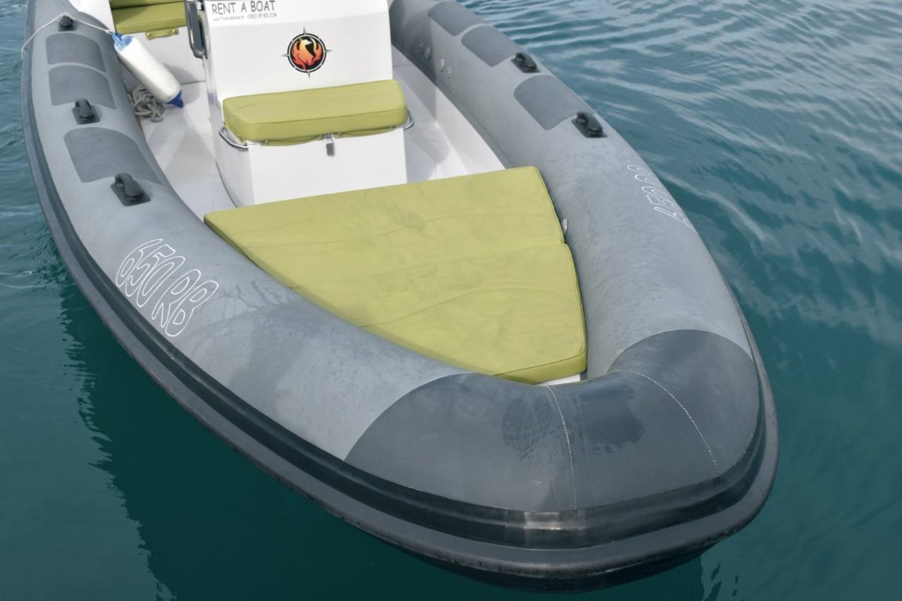 outside Hydrosport 909 Cabin