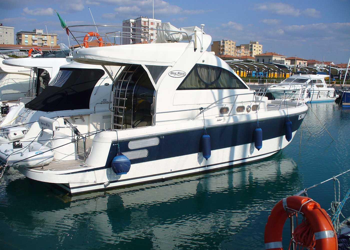 location bateau Blue Navy 400 Fly
