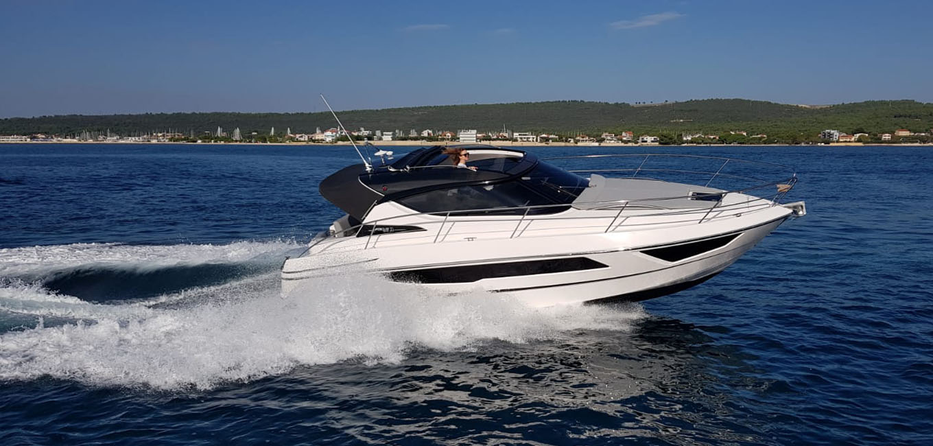 location bateau Focus Power 33 HT
