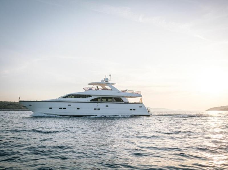 location bateau Elegance 76