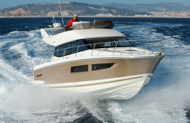 location bateau Prestige 350 Fly