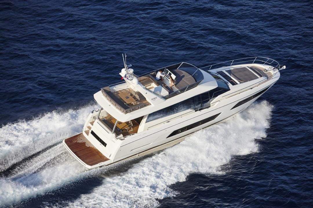 location bateau Prestige 680 Fly