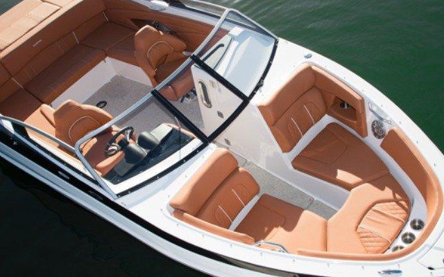 esterno Glastron GT 245