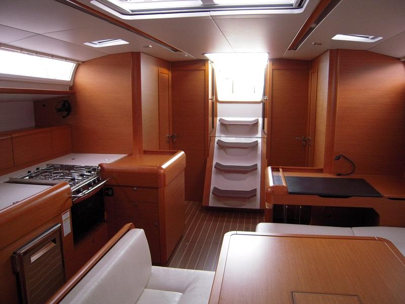 intérieur Sunsail Sun Odyssey 509