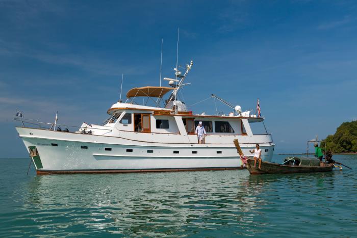 location bateau Cheoy Lee 66