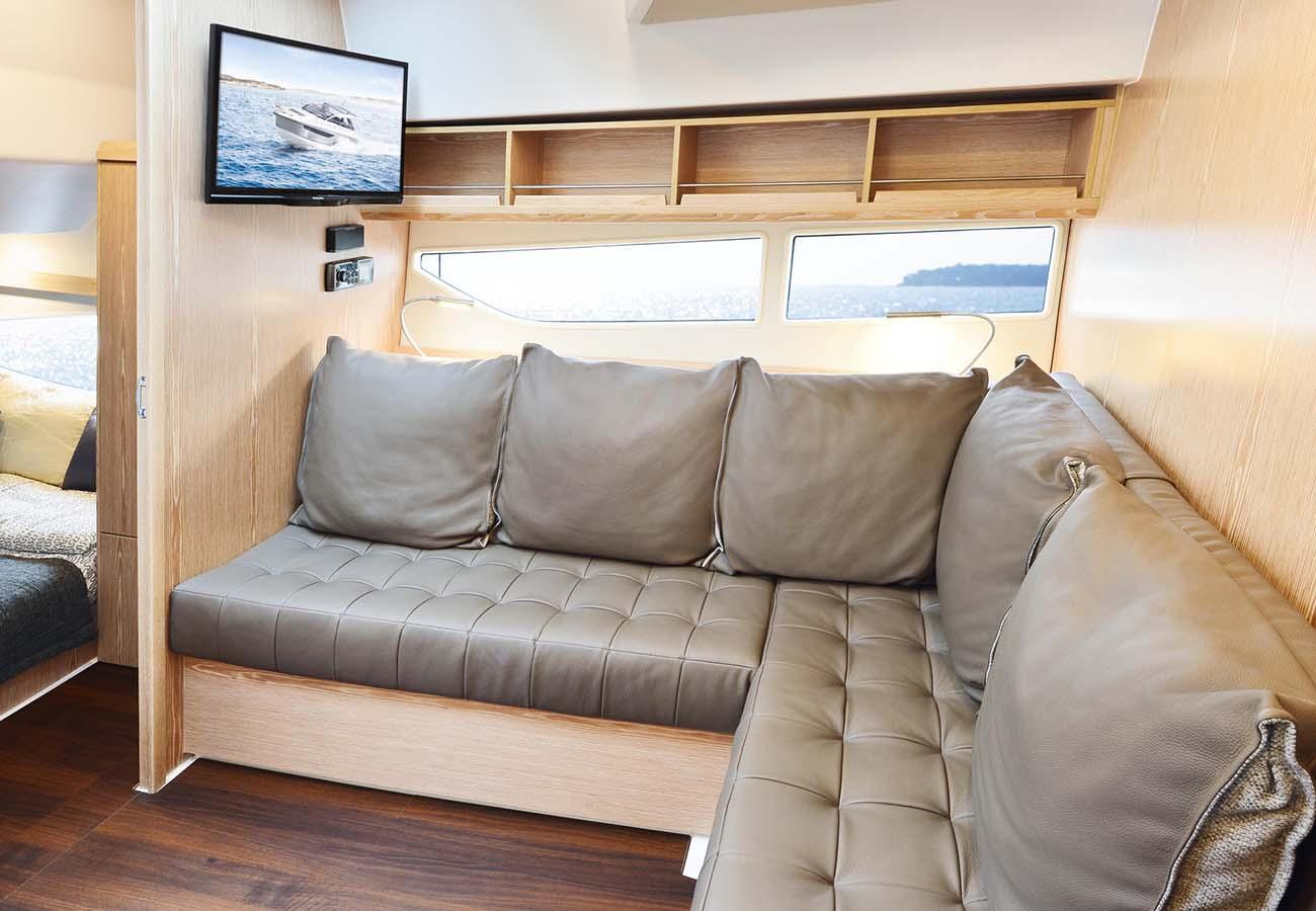 intérieur Sealine S330