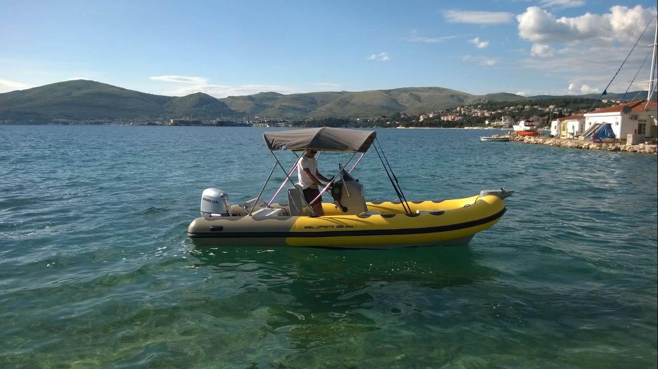 location bateau Bura 560