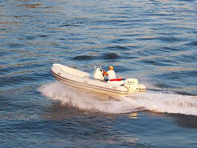 location bateau Joymarc 490