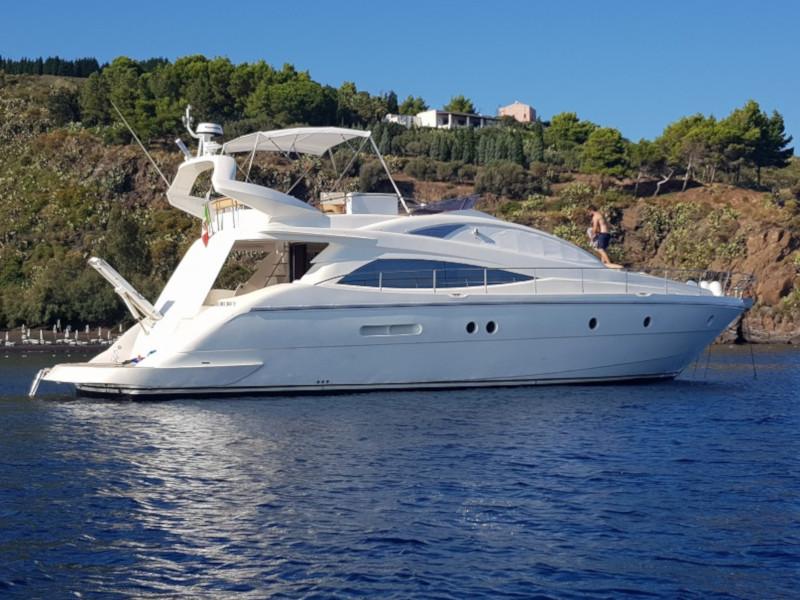 location bateau Aicon 54 Fly
