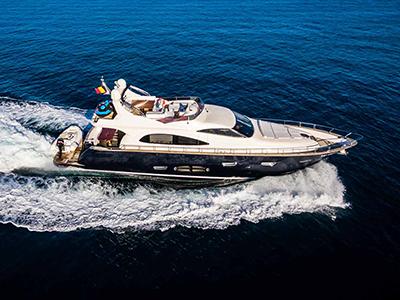 location bateau Cayman 70 Fly