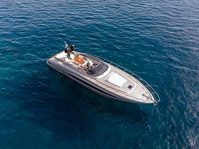 location bateau Riva Virtus 63