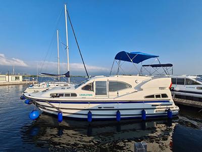 location bateau Europa 300