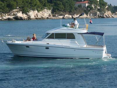 location bateau Antares 10.80