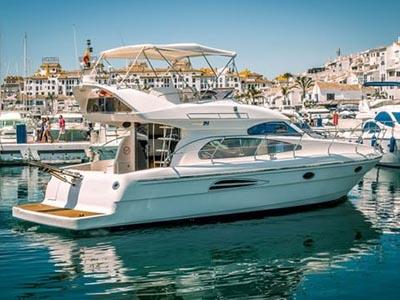 location bateau Astondoa 40 Fly