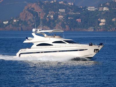 location bateau Astondoa 72