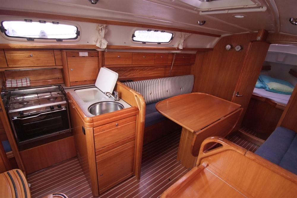 inside Bavaria 30 Cruiser